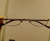 レンズの下にフレームがあると言う眼鏡。かけた感じは・・・普通?