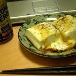 豆腐にチーズのせた。うまかった。