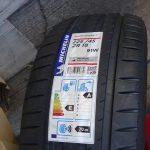 レヴォーグにミシュランのPilot Sport 4と言うタイヤを装備させた